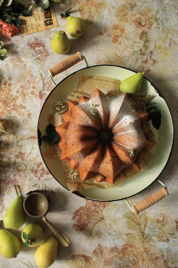 Ciambella purea di pera e gocce di cioccolato senza uova senza burro